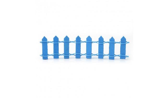 Голубой деревянный заборчик